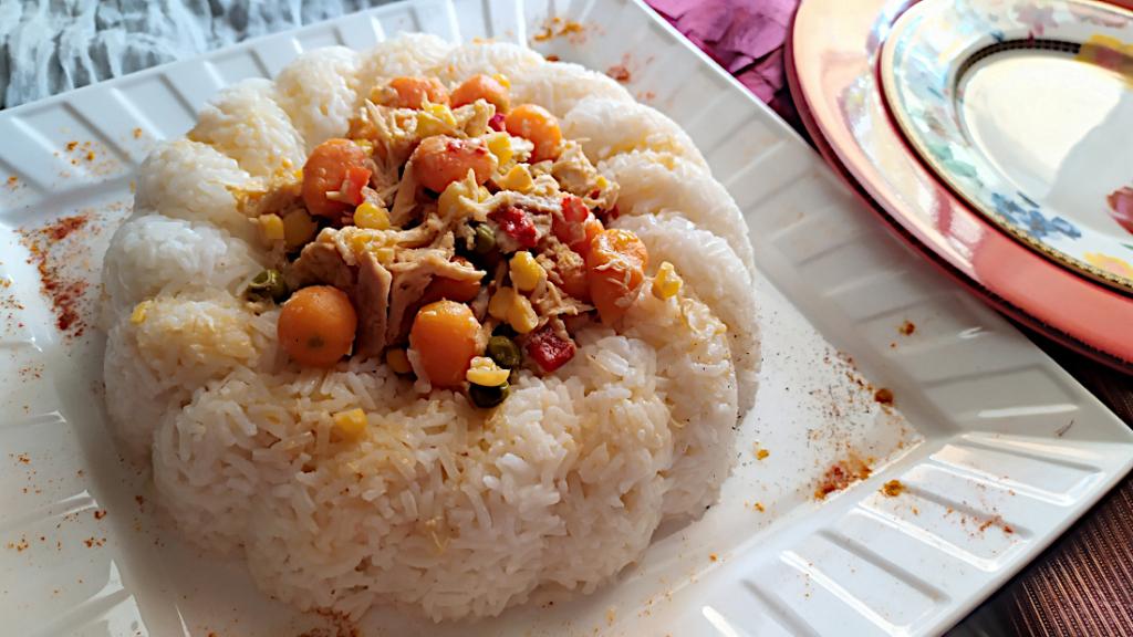 Κοτόπουλο ινδικό με κάρυ και λαχανικά της Νάντιας