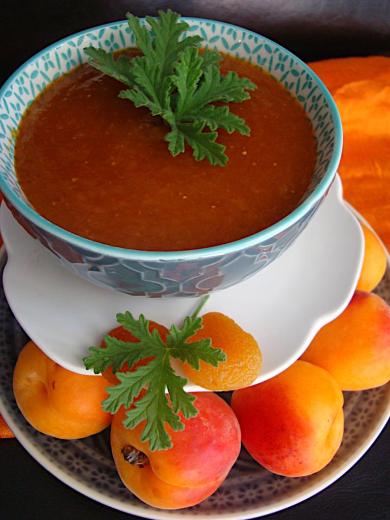 Marmelada-berikoka-me-apoxiramena-frouta-kai-ligi-zaxari-2