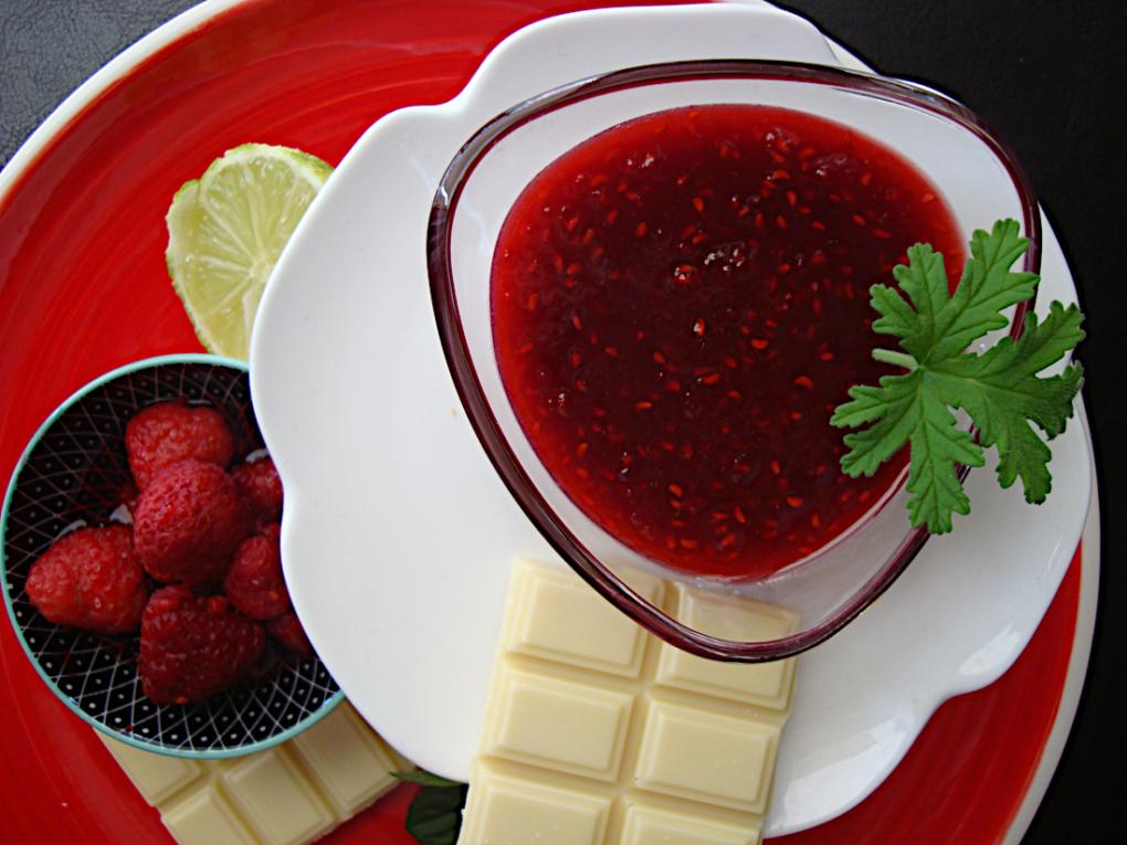 Marmelada-kokkina-moura-me-leuki-sokolata-1