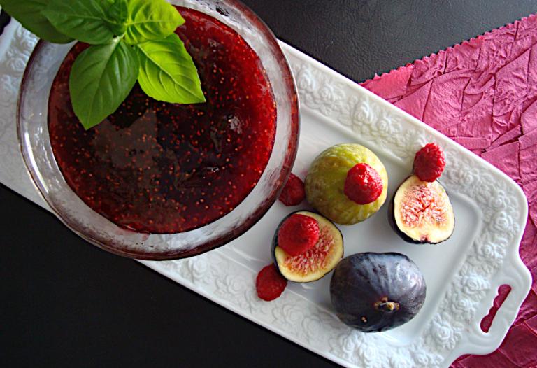 Marmelada-sikou-me-vasiliko-kai-kokkina-moura-2