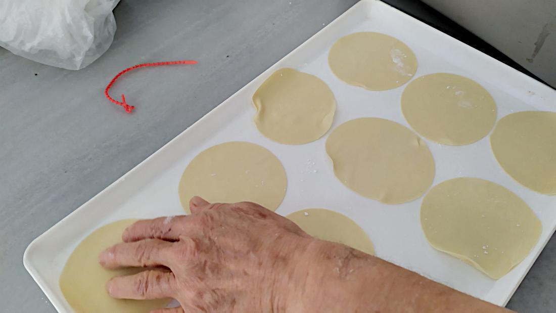 Γλυκά τυροπιτάκια από το ζαχαροπλαστείο ΝΟΥΦΑΡΑ στην Τήνο