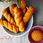 Koulourakia-nhstisima-me-tachini-portokali-kai-pitouro-brwmhs-1