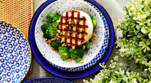 Salata-mprokolo-me-psito-manouri-koukounari-kai-vinegret-portokali-1