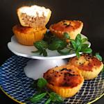 Ταρτάκια με πικάντικο κιμά και μπεσαμέλ ανθότυρου