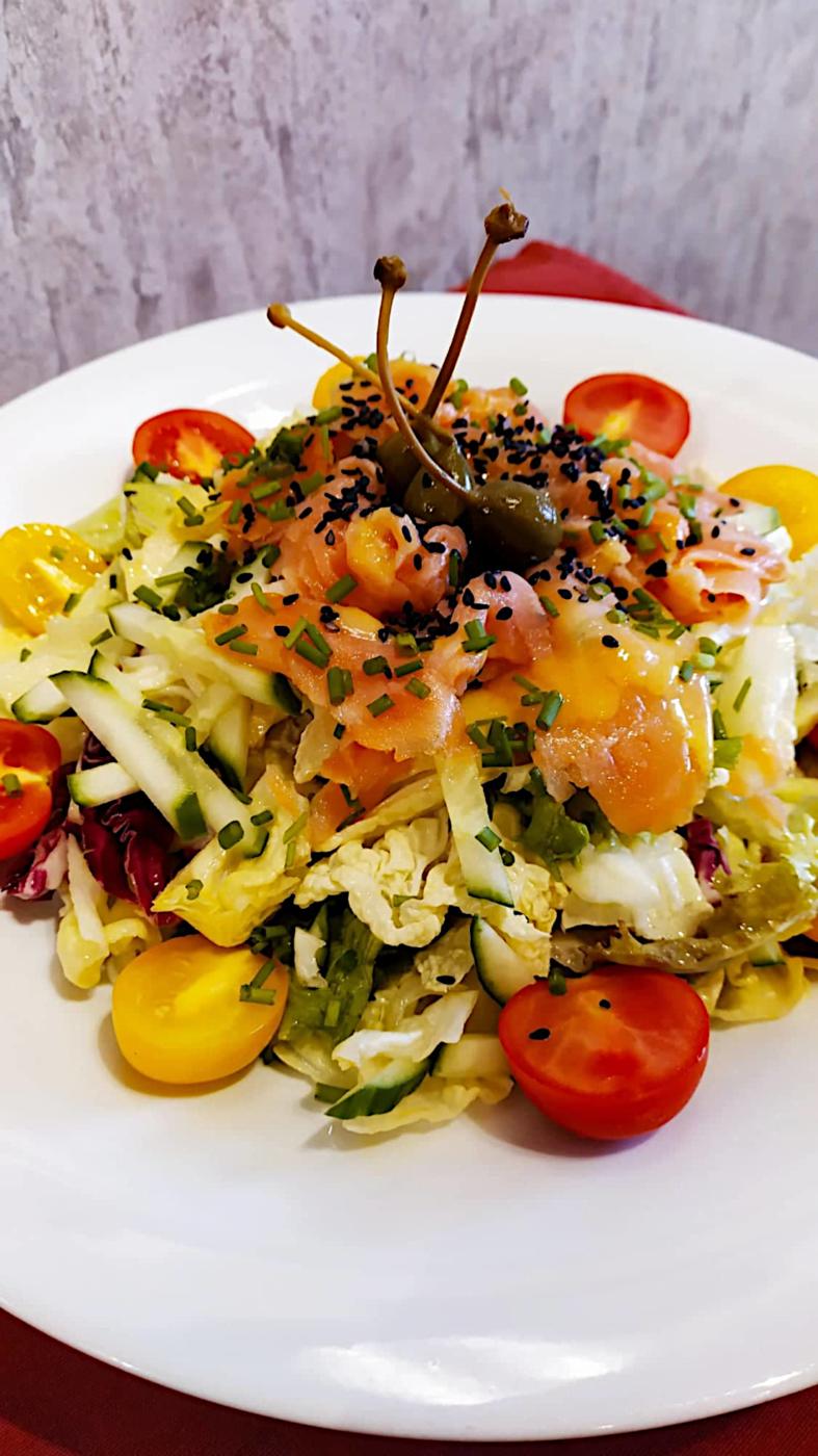 Salata-prasinh-me-solomo-tou-Manwmh-3