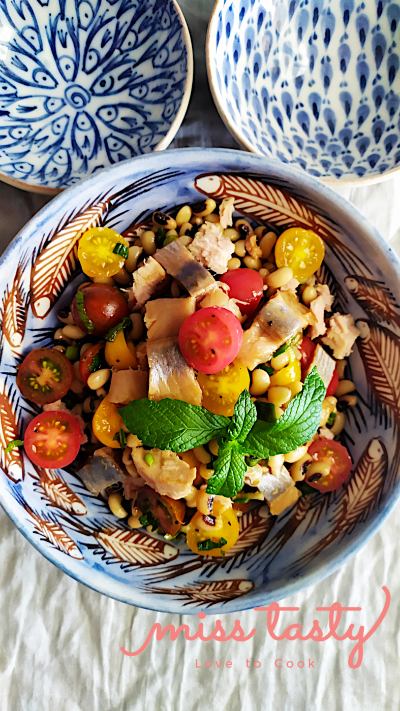 Salata-mavromatika-regka-ntomatinia-4