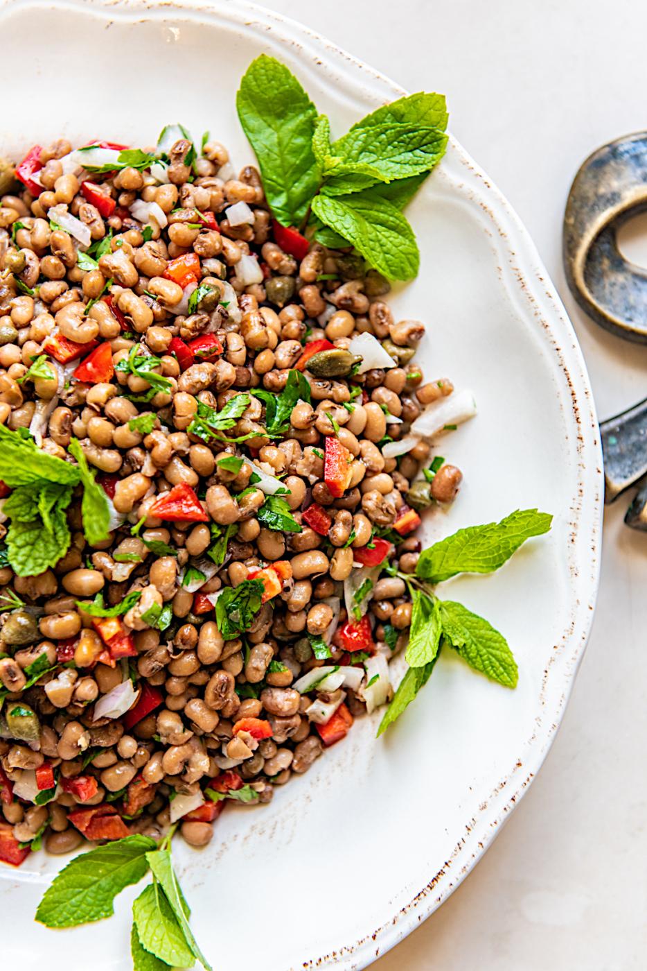 Salata-fasolia-mavromatika-apo-ti-Nikoletta-2